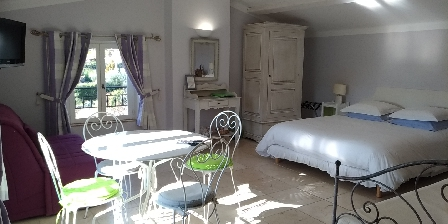 L'escale Provençale Moon bedroom