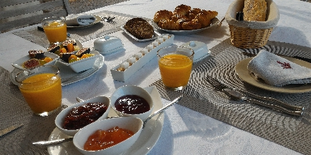 L'escale Provençale Petits déjeuners offerts