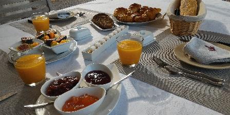 L'escale Provençale Free Breakfast
