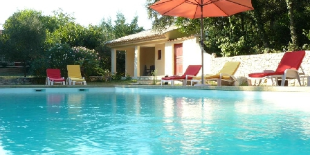 Le Mas des Sages 8/9 The pool is waiting for you !