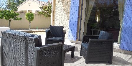 La Farigoule  en Provence Le Parc avec le salon de jardin