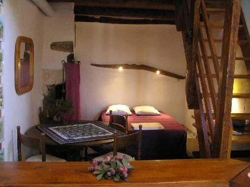 Chambres d'hotes Puy-de-Dôme, à partir de 65 €/Nuit. Maison de caractère, St Maurice (63270 Puy-de-Dôme), Charme, Internet, Equipements Bébé, 2 chambre(s) double(s), 4 personnes maximum, Non Fumeurs, Animaux non admis. A prox...