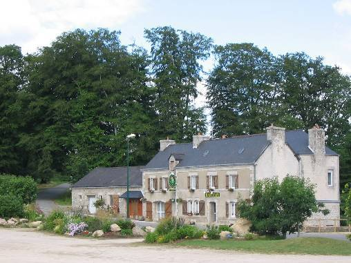 Bed & breakfasts Finistère, from 46 à 68 €/Nuit. House of character, Scaër (29390 Finistère), Charm, Guest Table, Garden, WiFi, Baby Kits, 5 Double Bedroom(s), 2 Suite(s), 30 Maximum People, Lounge, Library, Chimeney, Cycle...