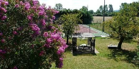 Domaine Arros Pergola pour dîner d'amoureux et Tennis