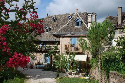 Bed & breakfasts Corrèze, from 50 €/Nuit. House of character, Monceaux sur dordogne (19400 Corrèze), Charm, Garden, Park, Net, WiFi, Baby Kits, 3 Single Bed(s), 1 Double Bedroom(s), 13 Maximum People, Lounge, Library, Chi...