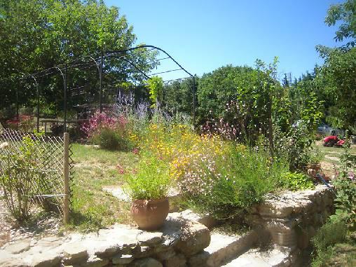 Chambre d'hote Vaucluse - La gloriette au printemps