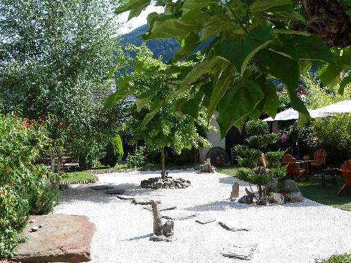 bed & breakfast Haute-Garonne - garden in summer