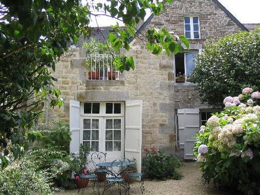 Bed & breakfasts Ille-et-Vilaine, from 52 €/Nuit. House of character, Antrain (35560 Ille-et-Vilaine), Charm, Guest Table, Garden, Net, WiFi, Baby Kits, 3 Double Bedroom(s), 8 Maximum People, Lounge, Library, Chimeney, Kids Games...