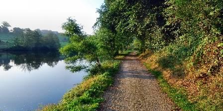La rivière Mayenne et le chemin de halage