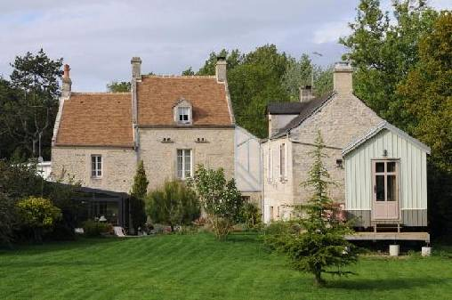 Bed & breakfasts Calvados, from 65 €/Nuit. House of character, Ver sur mer (14114 Calvados), Charm, Guest Table, Garden, WiFi, Baby Kits, 3 Double Bedroom(s), 1 Suite(s), 13 Maximum People, Fleurs De Soleil, Blue Card, Tra...