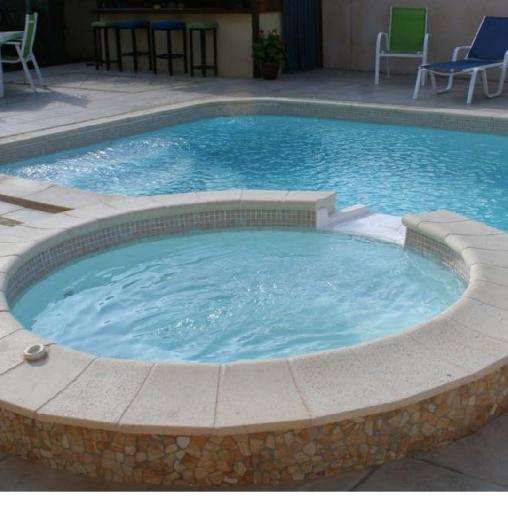 piscine et sa terrase