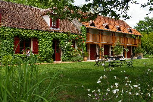 Bed & breakfasts Loiret, from 85 €/Nuit. House of character, Lailly en Val (45740 Loiret), Charm, Guest Table, Park, Net, WiFi, Baby Kits, Parking, 3 Double Bedroom(s), 1 Suite(s), 10 Maximum People, Lounge, Chimeney, Gi...
