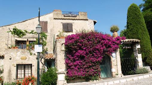 Bed & breakfasts Alpes Maritimes, from 110 €/Nuit. House of character, Cagnes sur Mer (06800 Alpes Maritimes), Charm, Garden, Net, WiFi, T.V., Baby Kits, Air-Conditioning, 2 Double Bedroom(s), 2 Suite(s), 10 Maximum People, Loung...