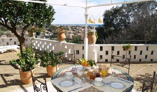 Petit déjeuner sur la terrasse panoramique