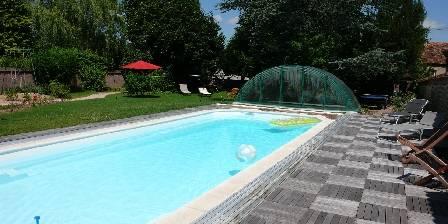 Le Puy des Vérités La piscine plein soleil