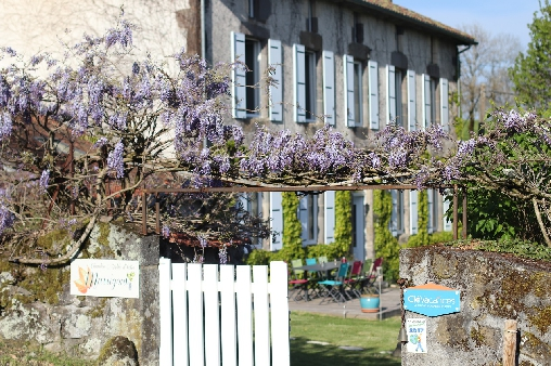 Bed & breakfasts Cantal, from 68 €/Nuit. House of character, Aurillac (15000 Cantal), Charm, Garden, Net, WiFi, Baby Kits, 5 Double Bedroom(s), 12 Maximum People, Chimeney, Fleurs De Soleil, Travel Cheques, horseriding, ...