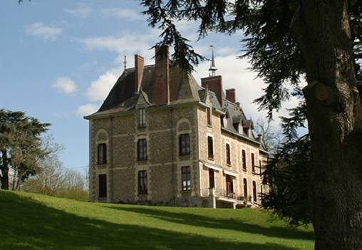 Bed & breakfasts Mayenne, from 78 €/Nuit. Castle, Montigné-le-Brillant (53970 Mayenne), Charm, Garden, Park, WiFi, T.V., Baby Kits, Parking, 4 Double Bedroom(s), 1 Suite(s), 8 Maximum People, Snooker, Chimeney, Guide Du R...