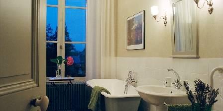 Château De La Villatte Une salle de bain.