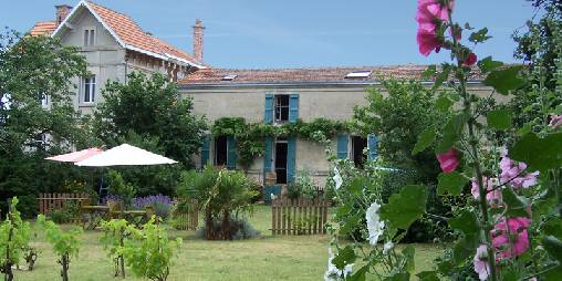 Bed & breakfasts Charente-Maritime, from 58 €/Nuit. House of character, Fouras (17450 Charente-Maritime), Charm, Swimming Pool, Garden, Park, Net, WiFi, Baby Kits, Parking, 3 Double Bedroom(s), 7 Maximum People, Lounge, Library, Ch...