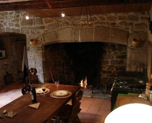 Chambre d'hote Corrèze - cantou de la cuisine