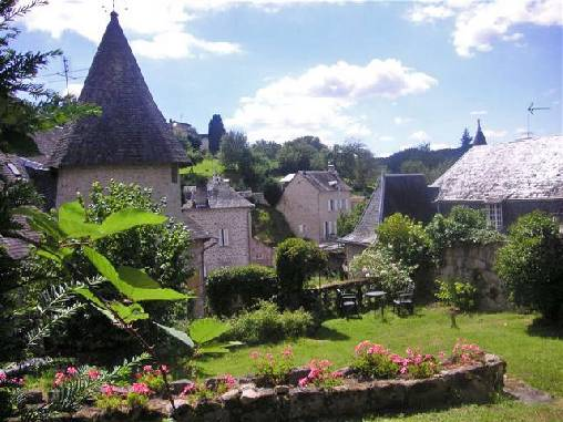 Chambre d'hote Corrèze - vue du jardin en terrasse