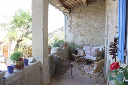 Chambres d'hotes Ardèche, à partir de 60 €/Nuit. Maison de caractère, Bessas (07150 Ardèche), Charme, Table d`hôtes, Internet, WiFi, Equipements Bébé, 2 chambre(s) double(s), 1 suite(s), 8 p personnes maximum, Bibliothèqu...