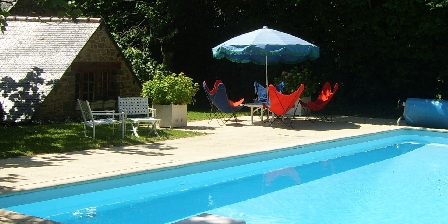 Manoir de Coat Gueno La piscine en été