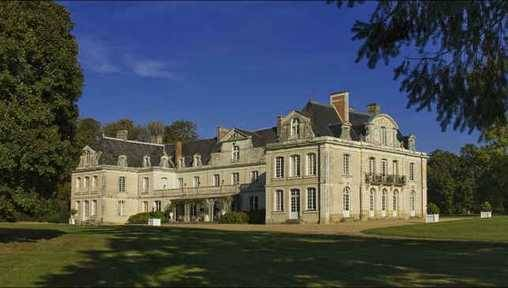 Bed & breakfasts Maine-et-Loire, from 180 €/Nuit. Castle, Champigné (49330 Maine-et-Loire), Charm, Luxury, Guest Table, Swimming Pool, Garden, Park, Net, WiFi, T.V., Parking, 12 Double Bedroom(s), 3 Suite(s), 1 Childrens Bedroom...