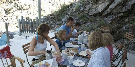 Moulin de Feouzet Petit déjeuner en terrasse