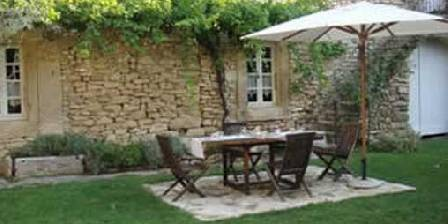 Chambre d'hotes Domaine Saint Luc > petit déjeuner dans le jardin