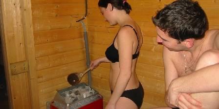 Chambre d'hotes Domaine de l'Abéale > Détente au sauna. Jacuzzi dans la même salle