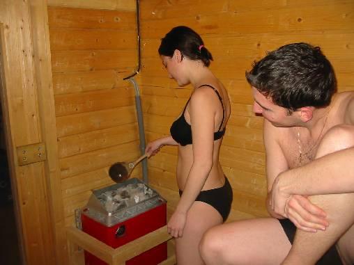 Détente au sauna. Jacuzzi dans la même salle