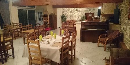 Hebergement Saint-Andrieu Salle à manger la vieille source