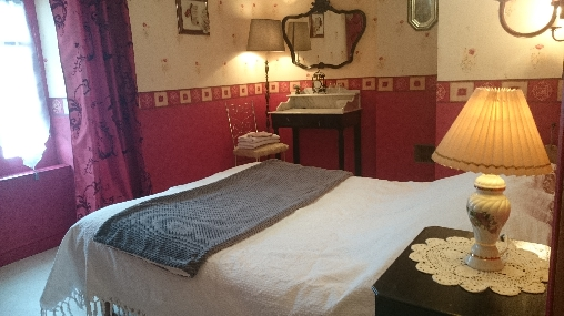 chambre romantique avec téléviseur