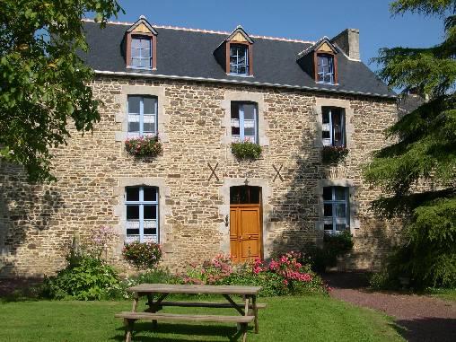 Chambres d'hotes Côtes-d\'Armor, à partir de 100 €/Nuit. Tressaint (22100 Côtes-d`Armor)....