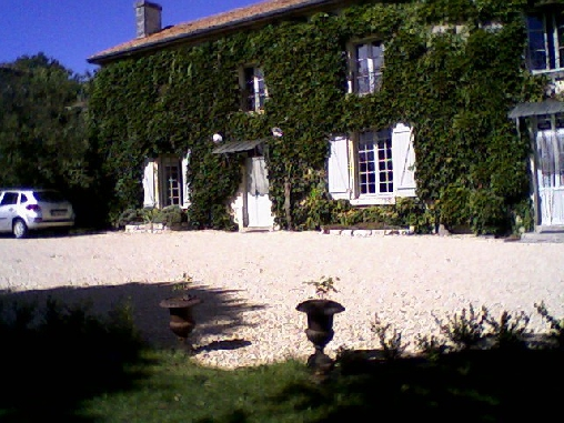 Bed & breakfasts Vienne, from 55 €/Nuit. House of character, Chalais (86200 Vienne), Charm, WiFi, T.V., Baby Kits, Parking, 2 Double Bedroom(s), 1 Suite(s), 11 Maximum People, Chimeney, Fleurs De Soleil, Travel Cheques, ...