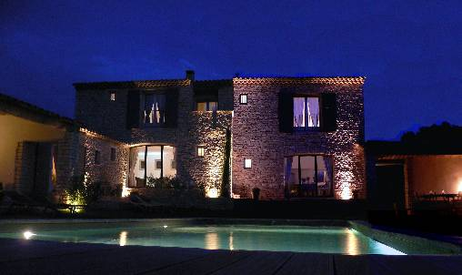 Bed & breakfasts Vaucluse, from 100 €/Nuit. House of character, Gordes (84220 Vaucluse), Charm, Guest Table, Swimming Pool, Garden, Net, WiFi, Air-Conditioning, 3 Double Bedroom(s), 6 Maximum People, Safe, 3 Clés Clévacanc...