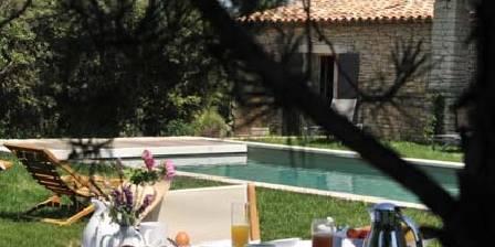 Chambre d'hotes Les Terrasses > Petit-déjeuner sous les arbres
