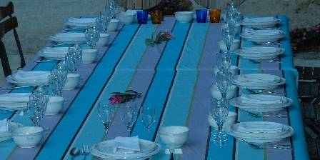Chambre d'hotes Le Parfum Bleu > Table d'hôtes en terrasse