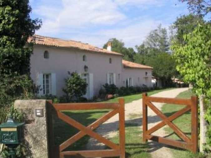 Bed & breakfasts Gironde, from 75 €/Nuit. House of character, Origne (33113 Gironde), Charm, Luxury, Guest Table, Swimming Pool, Park, Net, WiFi, 5 Double Bedroom(s), 12 Maximum People, Lounge, Library, Chimeney, Bed And ...