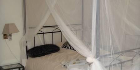 Le Mas Shabanou Lit baldaquin chambre 5