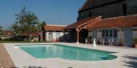 Gîtes Château de la Voute La piscine