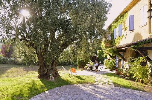 Bed & breakfasts Alpes Maritimes, from 100 €/Nuit. House of character, Roquefort les Pins (06330 Alpes Maritimes), Charm, WiFi, Baby Kits, 1 Double Bedroom(s), 1 Suite(s), 1 Childrens Bedrooms, 6 Maximum People, Lounge, Library, ...