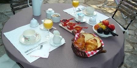 Le Mas Roquemiaine Le déjeuner d'Anne