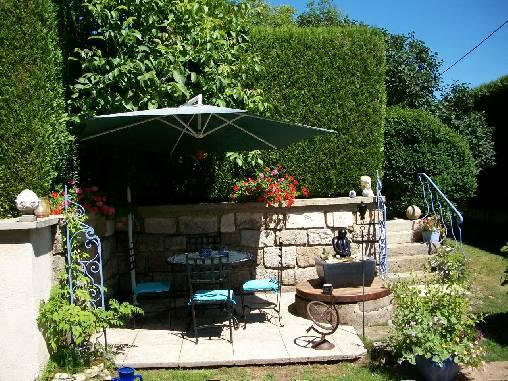 Chambre d'hote Haute-Marne - La terrasse sud et la fontaine du puits
