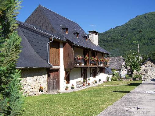 Bed & breakfasts Hautes-Pyrénées, from 67 €/Nuit. House of character, Arrens-Marsous (65400 Hautes-Pyrénées), Charm, Guest Table, Garden, WiFi, Baby Kits, 4 Double Bedroom(s), 10 Maximum People, Chimeney, 3 épis Gîtes De France, ...