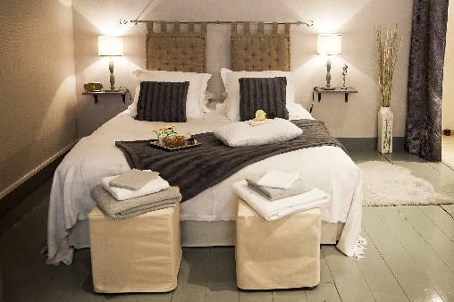 Chambres d'hotes Nord, à partir de 120 €/Nuit. Appartement, Lille (59000 Nord), Charme, Internet, WiFi, Téléviseur, Equipements Bébé, 1 chambre(s) double(s), 2 personnes maximum, 3 Clés Clé Vacances, Label Affaires, Ch...