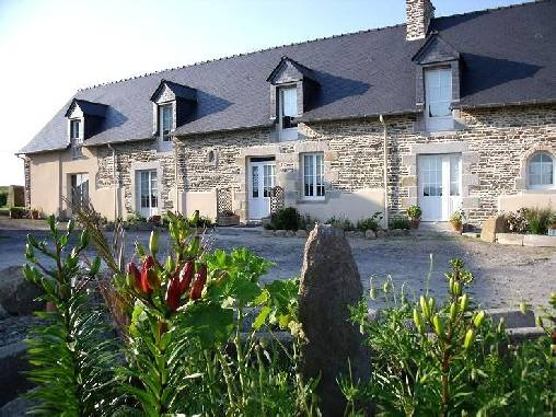 Bed & breakfasts Manche, from 60 €/Nuit. House of character, Moidrey (50170 Manche), Charm, Garden, Net, T.V., Baby Kits, Parking, 2 Double Bedroom(s), 9 Maximum People, Chimeney, Fleur De Soleil, Travel Cheques, horseri...