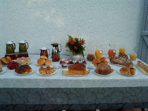 Buffet petit déjeuner extérieur
