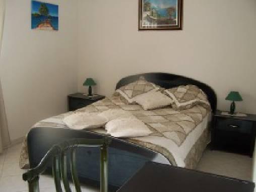 Chambre d'hote Bouches du Rhône - La chambre 1 avec 1 lit double et 1 lit additionnel
